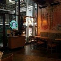 Снимок сделан в Starbucks пользователем Pablo H. 11/24/2011