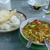 Photo taken at Soto Ayam Lamongan SMA 78 by engeldvh on 2/3/2011