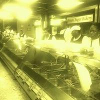 Das Foto wurde bei MacArthur's Restaurant von Precious W. am 12/19/2011 aufgenommen