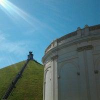 Photo taken at Butte du Lion de Waterloo by Kristel S. on 9/9/2012