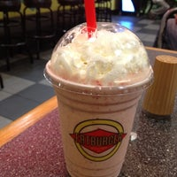 Photo taken at Fatburger by Alex P. on 6/15/2012