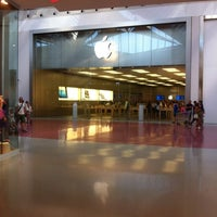 Foto scattata a Apple Centro Sicilia da Davide G. il 8/2/2012