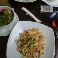 Das Foto wurde bei Cafe Stein von Ксения Ч. am 7/18/2012 aufgenommen