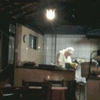Foto tirada no(a) Roda Viva Pizzaria por Carlos Sussumi I. em 3/28/2012