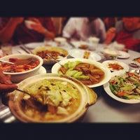 Photo taken at Pantai Seafood 水上人家 by Tat Tsun™ C. on 6/23/2012