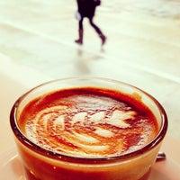 Снимок сделан в Au Breve Espresso пользователем Luke D. 4/26/2012
