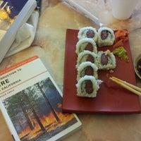 Foto scattata a Oshi's Sushi & Teriyaki da Joaquin R. il 6/2/2012