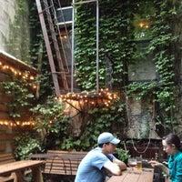Das Foto wurde bei Fourth Avenue Pub von Alicia Marie S. am 6/5/2012 aufgenommen