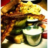 Foto tomada en Annie O's Southern Eats por Becky H. el 5/7/2012