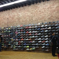 Foto tomada en Flight Club  por Bee A. el 5/8/2012