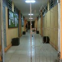 Photo taken at Fakultas Ilmu Sosial dan Politik by Memey on 8/1/2012