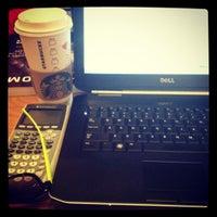 2/14/2012 tarihinde Austin H.ziyaretçi tarafından Starbucks'de çekilen fotoğraf