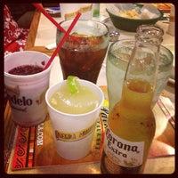Foto tomada en La Parrilla Mexican Restaurant por Tracy T. el 5/5/2012