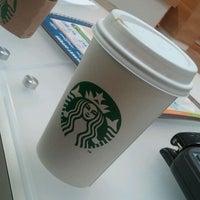Foto diambil di Starbucks oleh Evan M. pada 5/2/2012