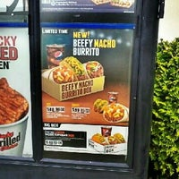 Photo taken at Taco Bell by Milton on 5/26/2012
