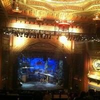 Photo prise au The 5th Avenue Theatre par Jaebadiah G. le7/26/2012