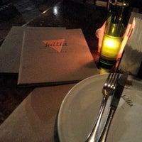 Foto tirada no(a) Jullia Pizza Bar por Wellington P. em 8/31/2012