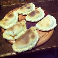 Das Foto wurde bei Empanadas Bar von Rafa G. am 6/27/2012 aufgenommen