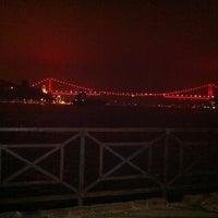 Das Foto wurde bei Kandilli Sahili von Hatipoğlu Furkan 🔱 am 5/8/2012 aufgenommen