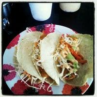 Foto tomada en Marisma Fish Taco por Steff F. el 5/4/2012