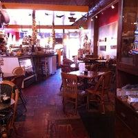 2/25/2012 tarihinde Stephanie H.ziyaretçi tarafından Kopi Café'de çekilen fotoğraf