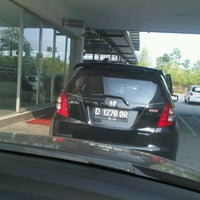 Photo taken at Honda Arista Sudirman by Dwi I. on 6/17/2012