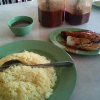 Photo taken at Restoran Pak Mal Nasi Ayam by Megat F. on 4/5/2012
