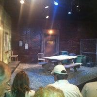 Photo prise au Hyde Park Theatre par Karla P. le4/13/2012
