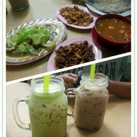 Photo taken at Restoran Makanan Thai Asli / Om Fruit Juice by Enawati Y. on 7/2/2012