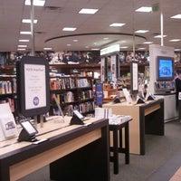 Foto tirada no(a) Barnes & Noble por DH K. em 3/28/2012