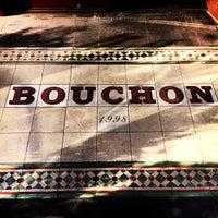 รูปภาพถ่ายที่ Bouchon โดย Kayvon T. เมื่อ 2/18/2012