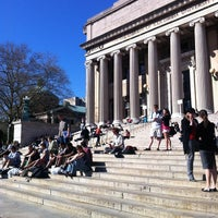 Foto tirada no(a) Low Steps - Columbia University por Jake S. em 4/4/2012