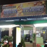 Photo taken at Restoran Straits Settlement by Raphael D. on 8/25/2012