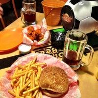 Foto tomada en California Wings and Beer por Carlos R. el 6/9/2012