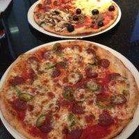 รูปภาพถ่ายที่ PizzaExpress โดย Lindy C. เมื่อ 4/30/2012