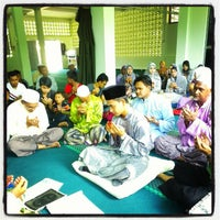 Photo taken at Masjid Kg Delima Wakaf Bharu by Dorian D. on 4/14/2012