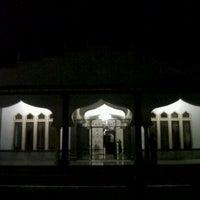 Photo taken at Mesjid Meureuhom Daya™ by yusdi y. on 3/30/2012