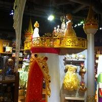 Foto tomada en Disney Store por Patricia M. el 6/9/2012