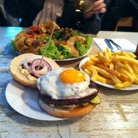 6/7/2012 tarihinde Andreziyaretçi tarafından Burgermeister'de çekilen fotoğraf