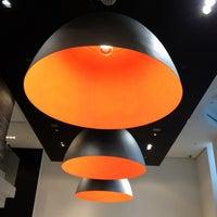 3/25/2012 tarihinde Bill H.ziyaretçi tarafından BOSS Store'de çekilen fotoğraf