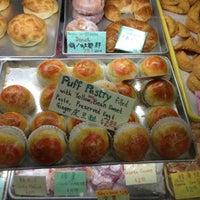 Foto scattata a Eastern Bakery da Linda R. il 11/30/2011