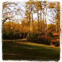 Das Foto wurde bei Chastain Park Walking Path von Colleen H. am 3/14/2012 aufgenommen
