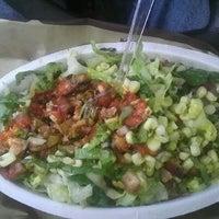 3/13/2012 tarihinde M Juarez T.ziyaretçi tarafından Chipotle Mexican Grill'de çekilen fotoğraf