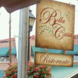 Снимок сделан в Bella Casa Ristorante пользователем Lourdes F. 9/5/2011