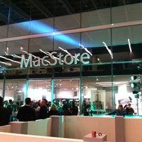 Photo taken at MacStore by Noel on 7/22/2011
