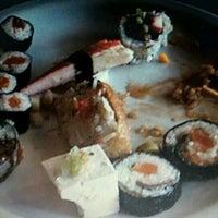 Foto tirada no(a) Sukiyaki por Alex G. em 3/23/2012