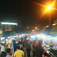 Photo taken at OUG Pasar Malam by Wilfred T. on 11/24/2011