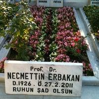 รูปภาพถ่ายที่ Erbakan Ailesi Kabristanlığı โดย Emrah E. เมื่อ 8/9/2011