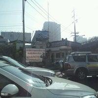 Photo taken at ป้อมตำรวจหน้าสถานีเพชรบุรี by POTTAMAN ® on 12/25/2011