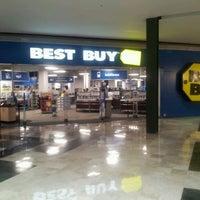 Foto tomada en Best Buy por Antonio R. el 6/21/2012